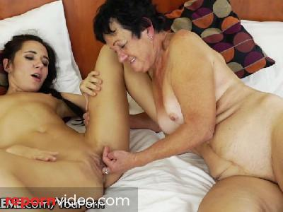 21sextreme Teen Facesits on a Grandma